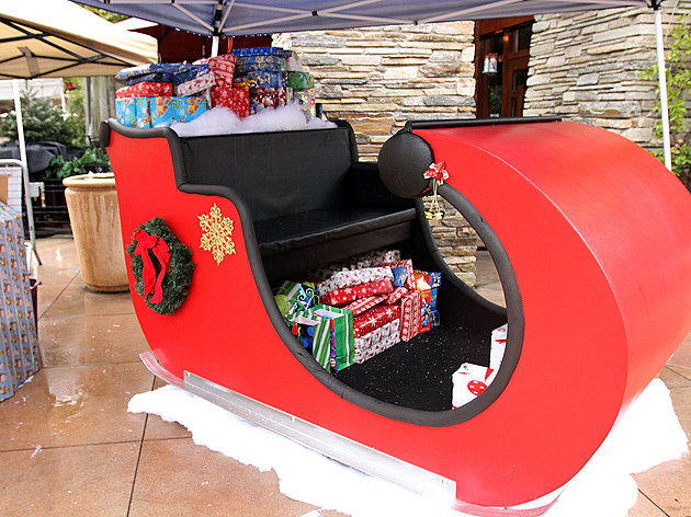 """Charity """"Breakfast With Santa"""" At Westfield Valencia Town Center"""